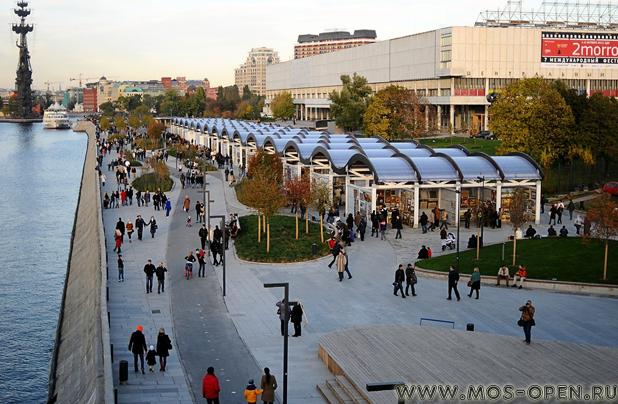 Набережная парка искусств «Музеон» в Москве