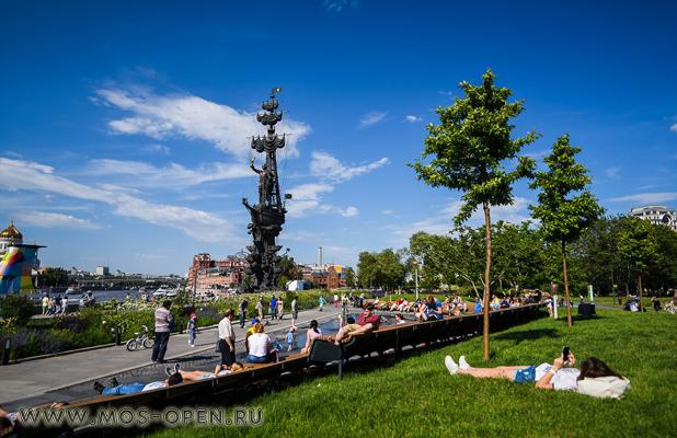 памятник Петру Великому на Москве-реке